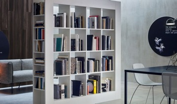 Raumteiler als Bibliothek