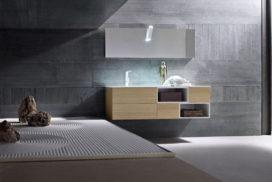 Badezimmer in heller Holzoptik