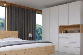 Attraktives Schlafzimmer in Zirbe/weiß