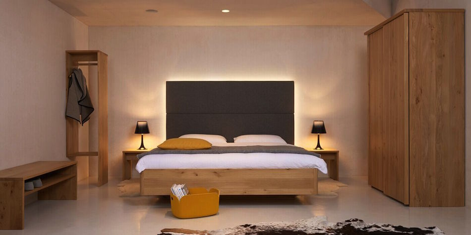Schlafzimmer Massivholz mit Beimöbeln