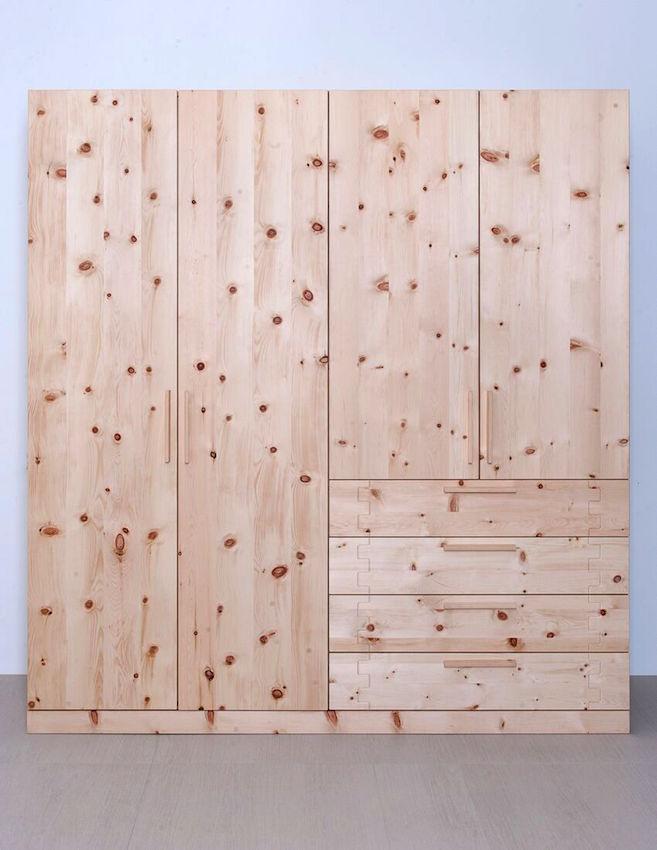 Schlafzimmer-Schrank in Zirbe massiv