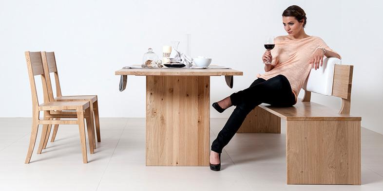 Sitzgruppe mit Tisch, Stühlen und Bank in Buche massiv