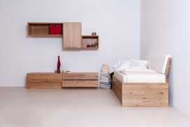 Einzelbett mit Beimöbeln aus hochwertigem Massivholz