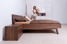 Schlafzimmer aus hochwertigen Massivholzmöbeln