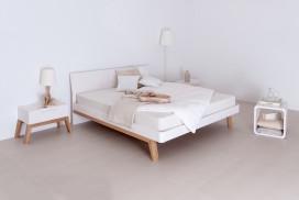 Mit Sorfalt produzierte Schlafzimmer- Echtholzmöbel