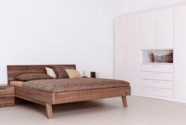 Massivholz-Bett