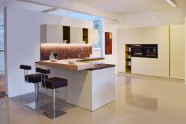 Küche weiß, creme und Holz