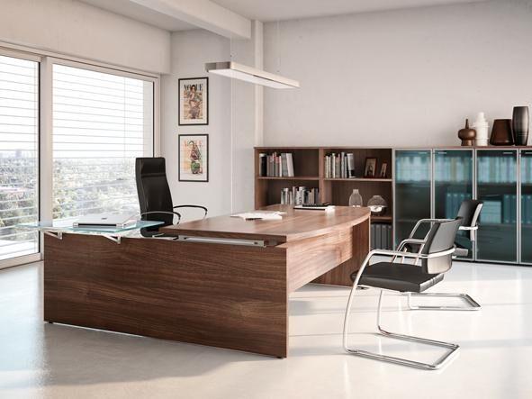 Chefzimmer in dunklem Holz