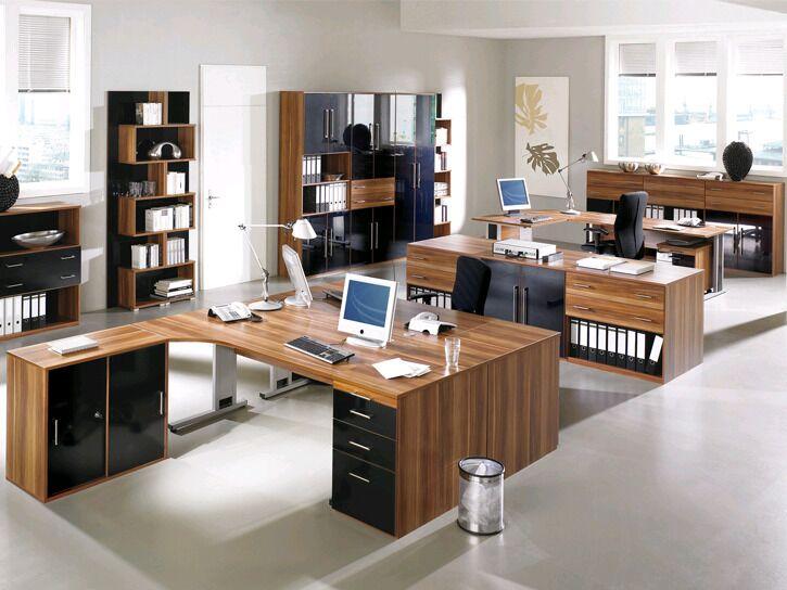 Büro für Teams in edlem Holz