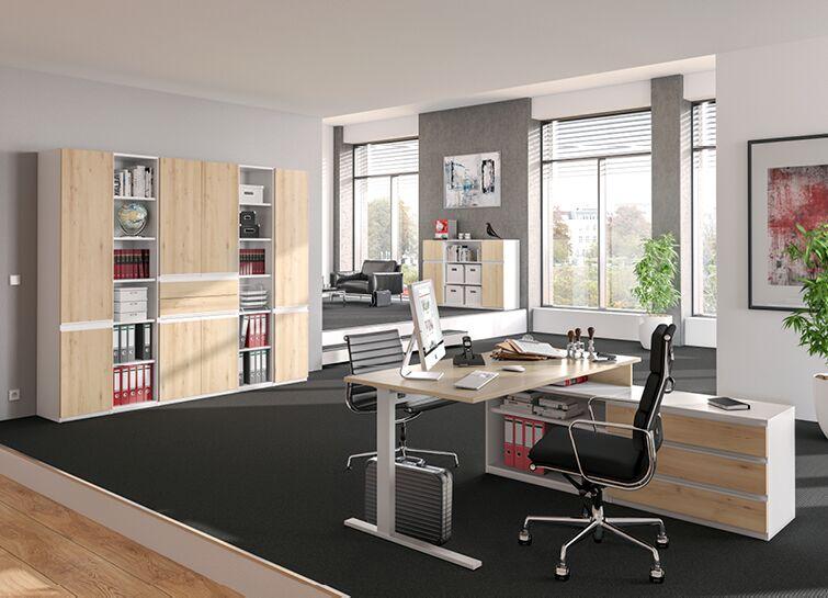 Büro in hellem Holz