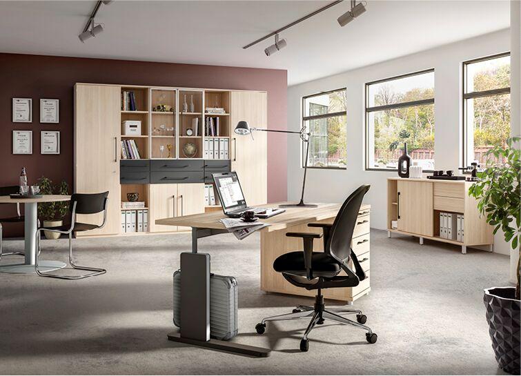 Schreibtisch, Büroschrank und Sideboard