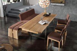 Tischgruppe mit geteilter Rücklehnen-Bank, 3 Stühle