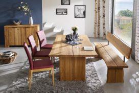 Moderne Tischgruppe aus Echtholz mit Stoffbezügen, Anrichte