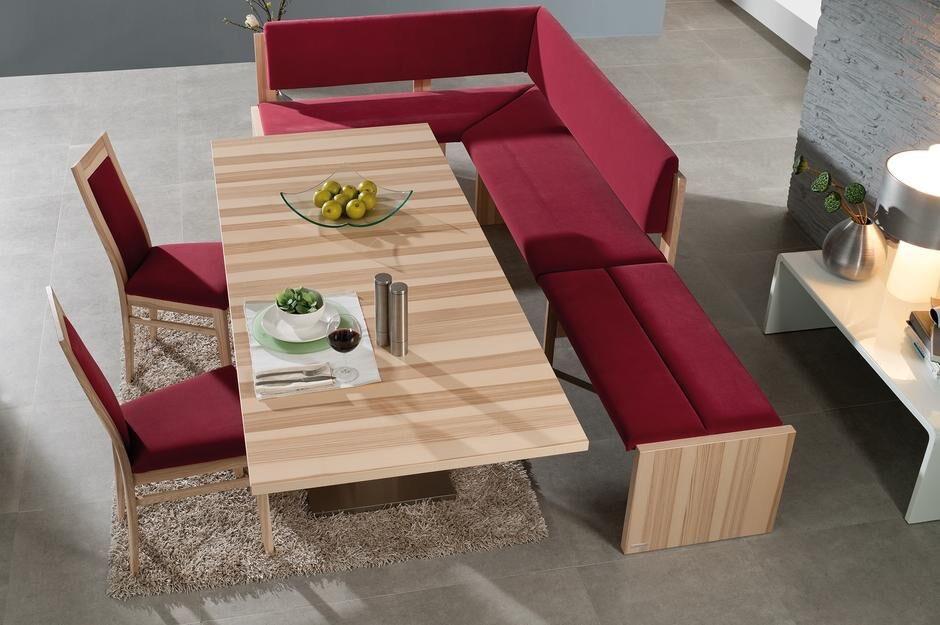 Trendige Eckbank, z.T. mit Rückenlehne, Tisch und Stühle