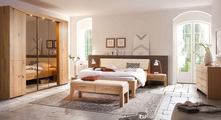 Bett und Spiegelschrank Massivholz