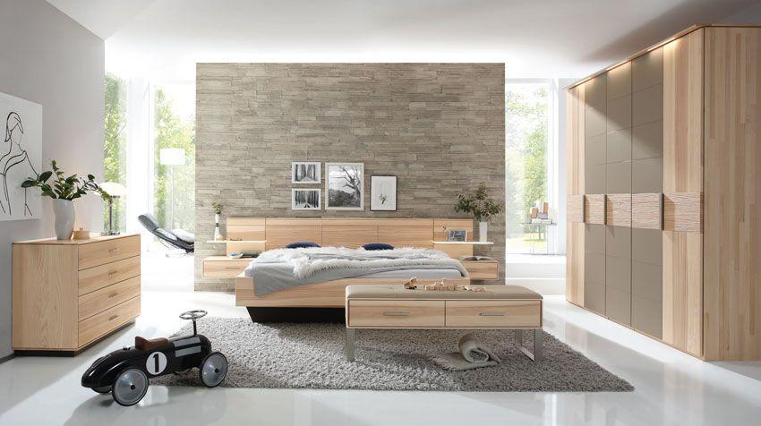 Bett, Sideboard, Schrank aus Massivholz