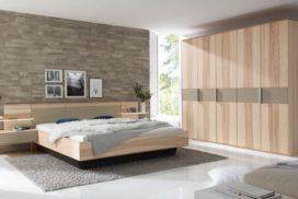 Bett und Schrank aus Massivholz