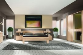 Bett, Sideboard, Spiegelschrank aus Massivholz