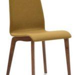 Stuhl mit Stoffbezug