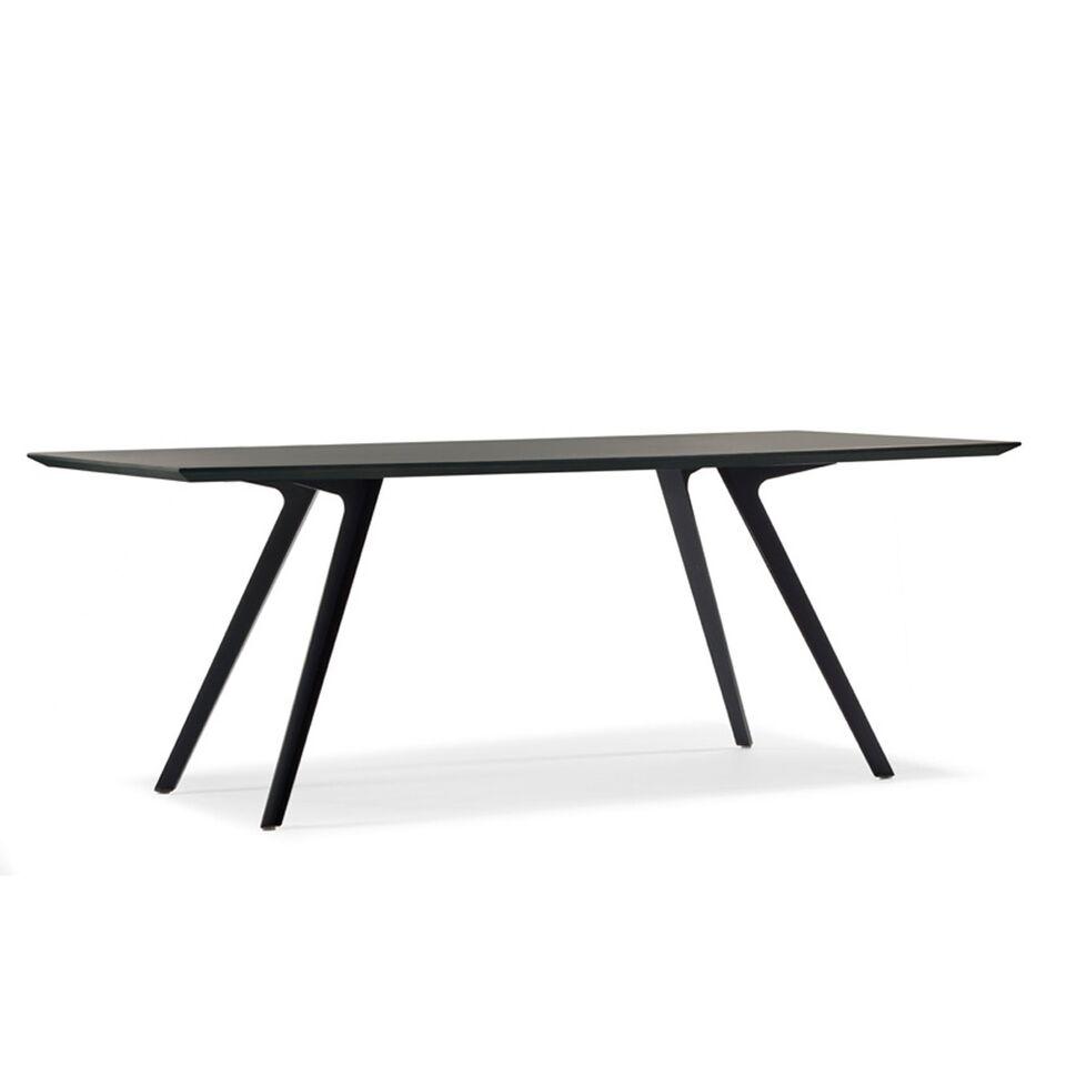 Formschöner Tisch