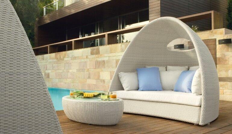 Garten-Sofa in halbrunder Rattan-Schale