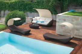 Gartensofa und Liege mit halbrundem Sonnenschutz