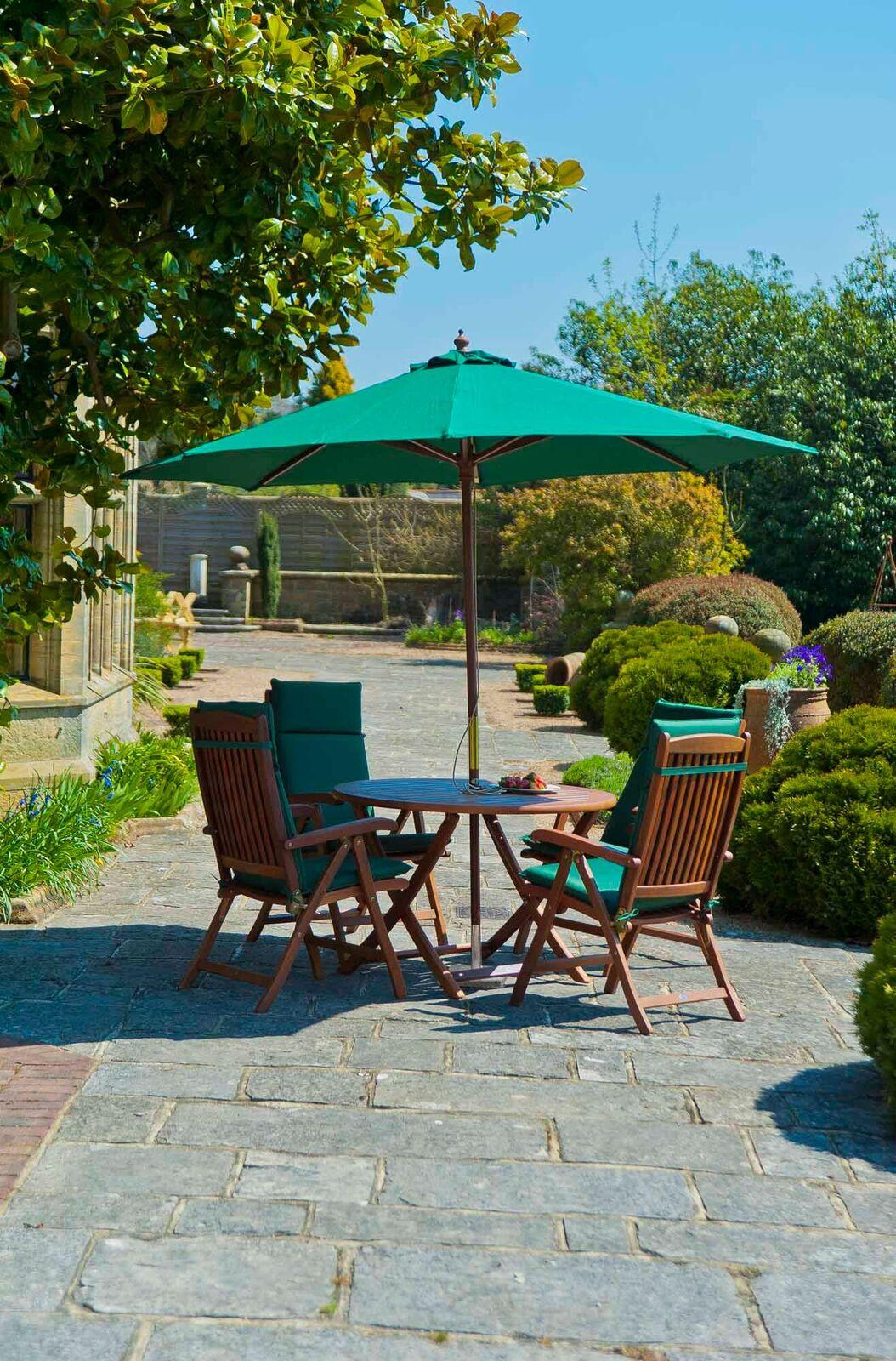 Gartentisch- und Stühle Holz/Bezug grün