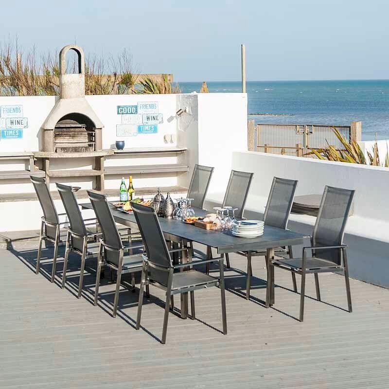 Gartentisch mit Stühlen aus Metall