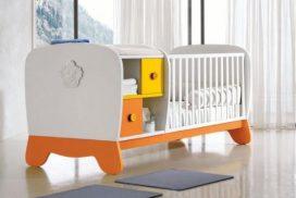 Kinderbett und Wickeltisch in einem