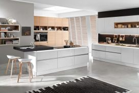 Küche weiss Hochglanz natur / Eiche Cognac